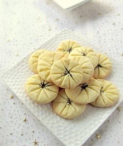 Persian Rice Flour Cookies (Naan Berenji)