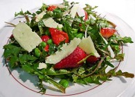 Dandelion, Edamame &amp; Strawberry Salad