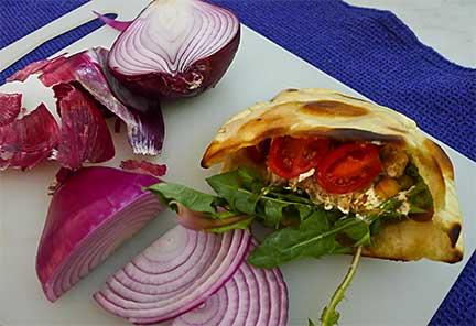 Tiss'ye (Fatteh Hummus) Sandwich