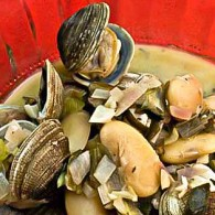 Clams and Beans in Buttery Wine Broth (Γίγαντες με Κυδώνια)